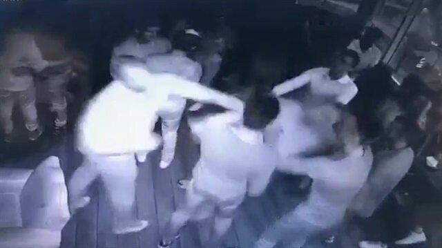 Tek yumrukla 5 kişiyi bayıltan Rus kamerada