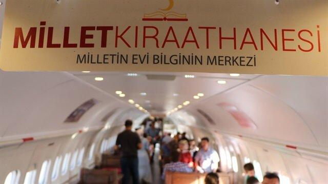Millet kıraathanesini ziyaret eden Ertan Özcan, Ankara'dan geldiğini, eşinin Kastamonulu olduğunu, bu nedenle bayramı Kastamonu'da geçirdiklerini söyledi.