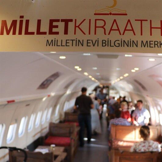 Uçaktaki 'Millet Kıraathanesi' yoğun ilgi gördü