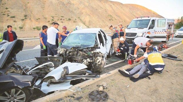Feci kazada 3'ü çocuk 7 kişi yaşamını yitirdi, 3 kişi yaralandı.