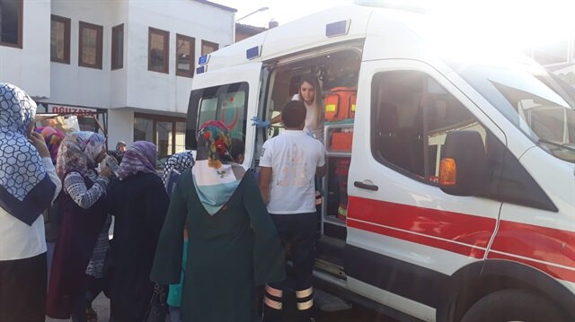 Sıkılan biber gazından etkilenen 25 kişi hastaneye kaldırıldı.