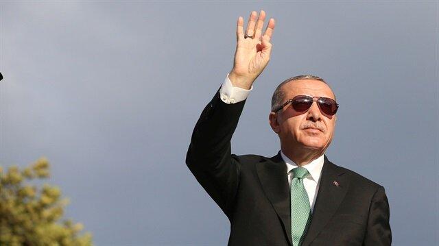 Cumhurbaşkanı Recep Tayyip Erdoğan Trabzon'da vatandaşlara hitap ederken... (12 Ağustos 2018-Reuters)