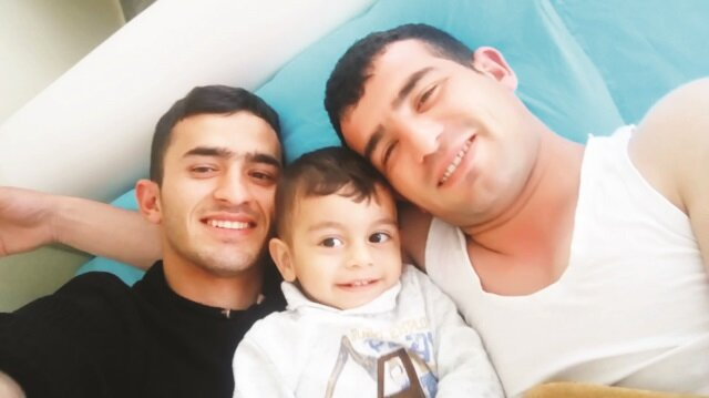 Şehit Yunus Emrah Ateş'ten (sağda) geriye Kurban Bayramı'nın birinci günü oğlu Muhammed ve kardeşi Kemal'le çektirdiği fotoğraf kaldı.