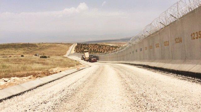 Devam eden modüler beton duvar projesiyle yaklaşık 950 km'lik sınır hattı geçilmez kılındı.