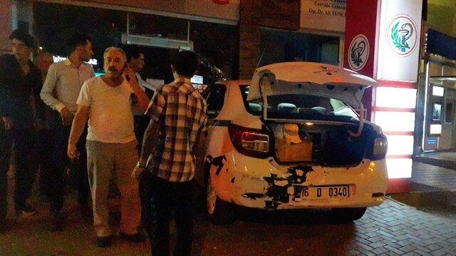 Aracın çarptığı taksi eczaneye girdi