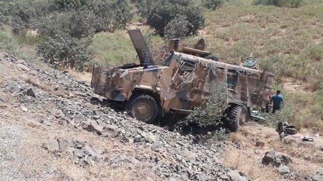 Hakkari'de devrilen askeri araçta 2 Mehmetçik şehit düştü, 9 asker yaralandı.