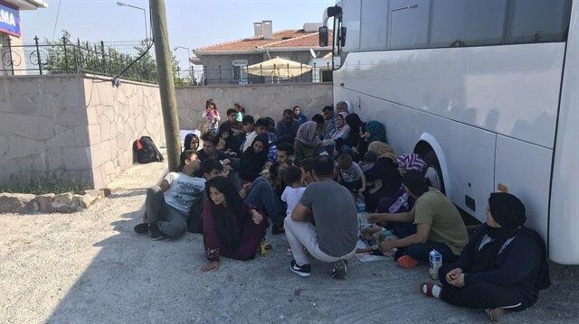 """Polis, """"dur"""" ikazına uymayan otobüsü ise kovalamacanın ardından havaya ateş açarak durdurdu. Otobüsteki çoğu Suriyeli 23 düzensiz göçmen yakalandı. Fotoğraf: Arşiv"""