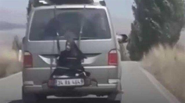 Minibüsün arkasına bağlı yolculukta sürücü gözaltına alındı