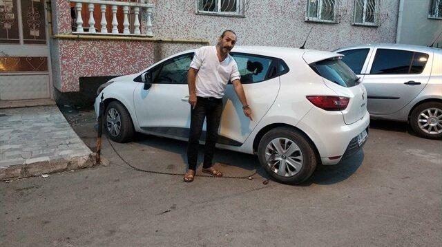 Sokak kenarına aracını park eden vatandaş, geri döndüğünde hayatının şokunu yaşadı.