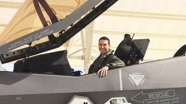 F-35'le ilk uçuş