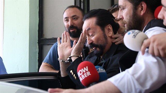 Adnan Oktar ve örgüt mensupları polis operasyonuyla yakalanmış ve çıkarıldıkları mahkemece tutuklanmıştı.