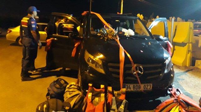 Gelin arabası süsü verilen araçta 11 göçmen yakalandı