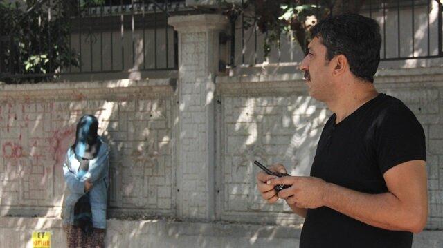 Adana'da polisin uyarısına rağmen yüzünü açmayan kadın canlı bomba alarmına neden oldu.