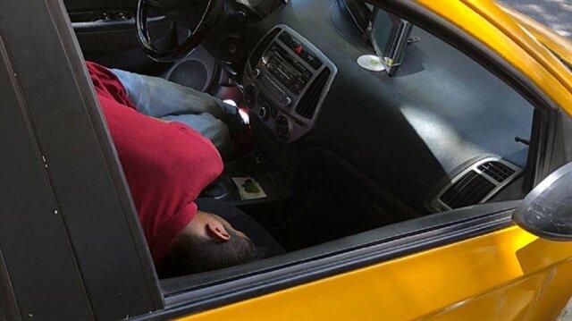 Uyuşturucu kullanıp kaza yapan taksiciye gençlerden dayak