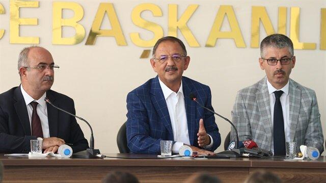 AK Parti Genel Başkan Yardımcısı Mehmet Özhaseki(ortada)