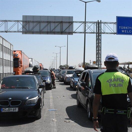Avrupa'ya çıkışta trafik kilitlendi
