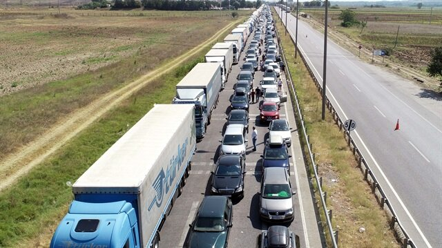 Kapıkule Sınır Kapısı'nda trafik kilitlendi