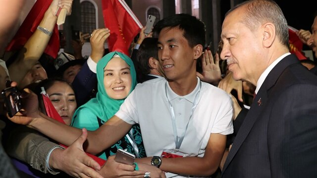 Kırgızistan'da Cumhurbaşkanı Erdoğan'a sevgi seli