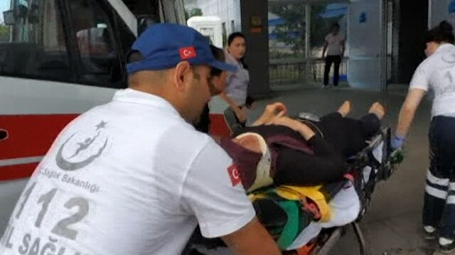 Hem saldırıya uğradı hem hastayı taşıdı