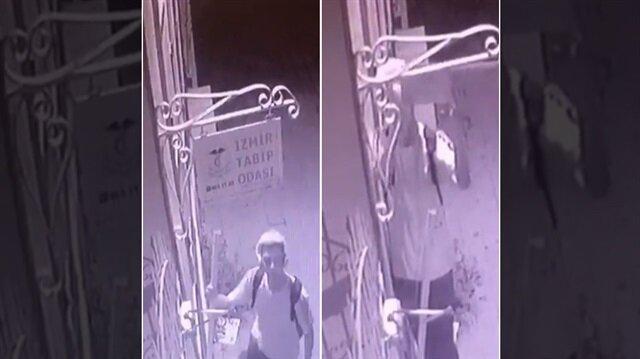 İzmir'deki hırsızın Tabip Odası'nın tabelasını çaldığı anlar güvenlik kamerasına yansıdı.