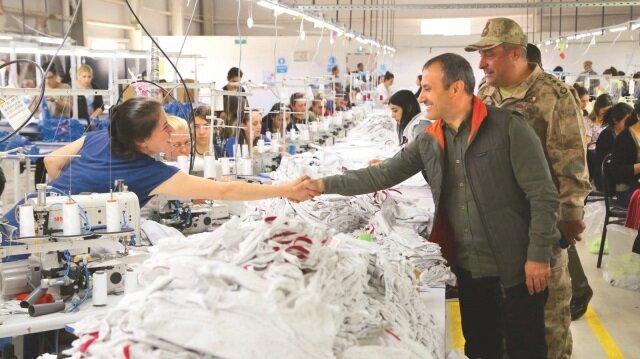 Vali Sonel, fabrikaları ziyaret ederek Tuncelili vatandaşların sorunlarını birebir dinliyor.