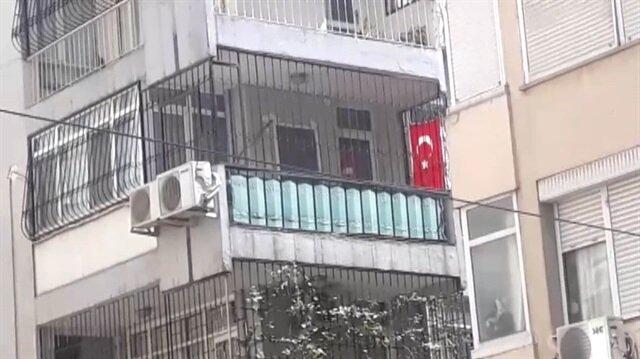Papaz Brunson'un evine Türk bayrağı asıldı