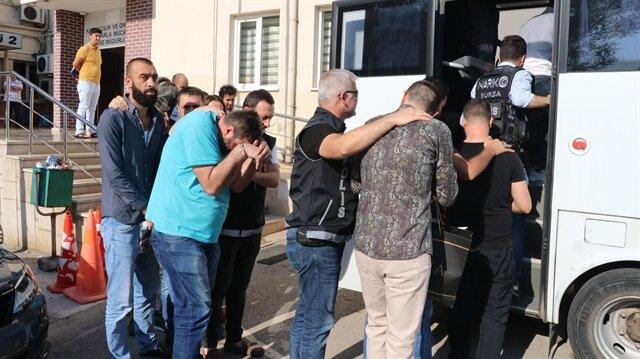 Operasyonda gözaltına alınan 13 şüpheli, emniyetteki işlemlerinin ardından adliyeye sevk edilerek tutuklandı.