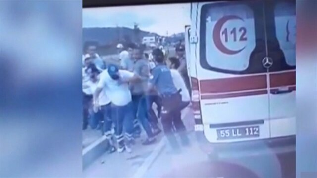 Ambulans şoförüne saldırı kamerada
