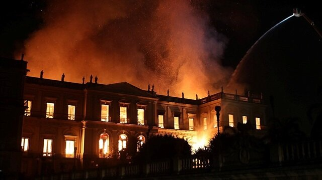 200 yıllık müze cayır cayır yandı