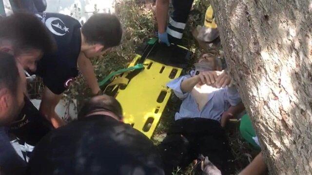 Otomobilin çarptığı yaşlı adam mezarcının bahçesine düştü