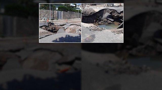 Muğla'da su borusunun patlamasının ardından asfalt çöktü, yolda 5 metrelik göçük oluştu.