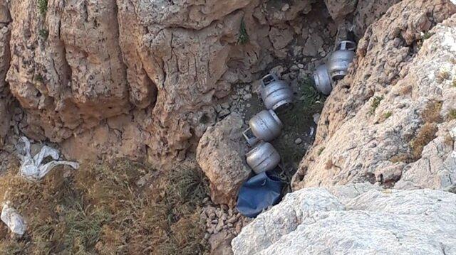 PKK'lı teröristlerce kullanılan mağara ve sığınaklarda mühimmat ele geçirildi.