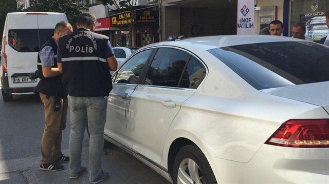Otomobile taş atıp 66 bin lirayı gasbettiler
