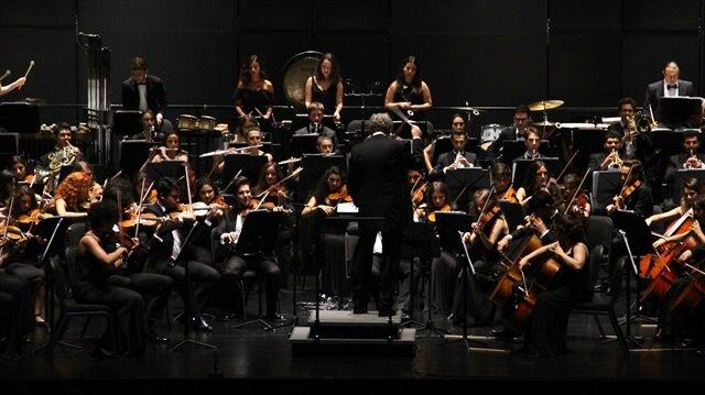 Orkestra, turne kapsamında Çekya, Slovakya, Avusturya, Macaristan ve Polonya'nın önemli festivallerinde müzikseverlerle buluşacak.