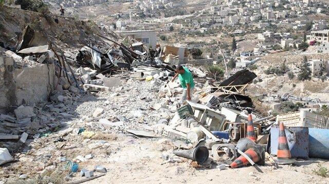 İşgalci İsrail Filistinlilere ait 2 evi yıktı