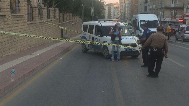 Otomobildeki 2 kişi gözaltına alınırken, kaçan diğer şüphelilerin yakalanması için polis ekipleri kent genelinde geniş çaplı çalışma başlattı