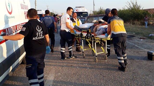 Kamyonet ile otomobil çarpıştı: 9 yaralı
