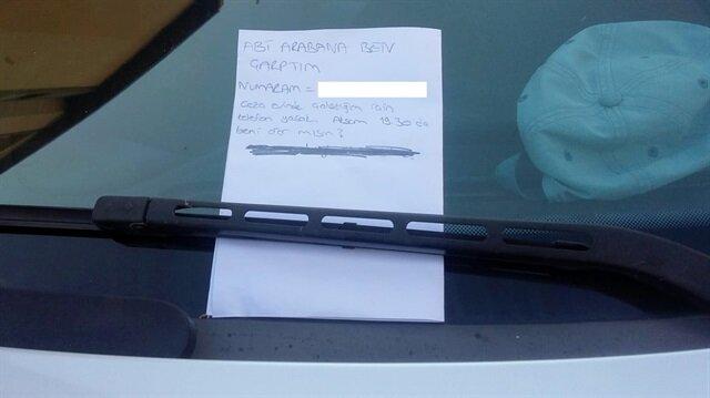 Otomobile çarpan bir sürücü 'Abi arabana ben çarptım' notu bıraktı.