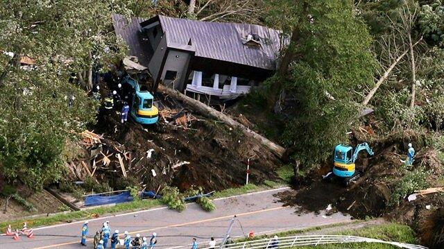 6.7 şiddetinde deprem: Çok sayıda kayıp ve yaralı var