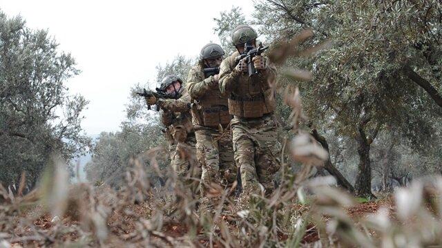 Genelkurmay'dan yapılan açıklamada, askeri üslere saldırı hazırlığındaki 4 teröristin etkisiz hale getirildiği bildirildi.