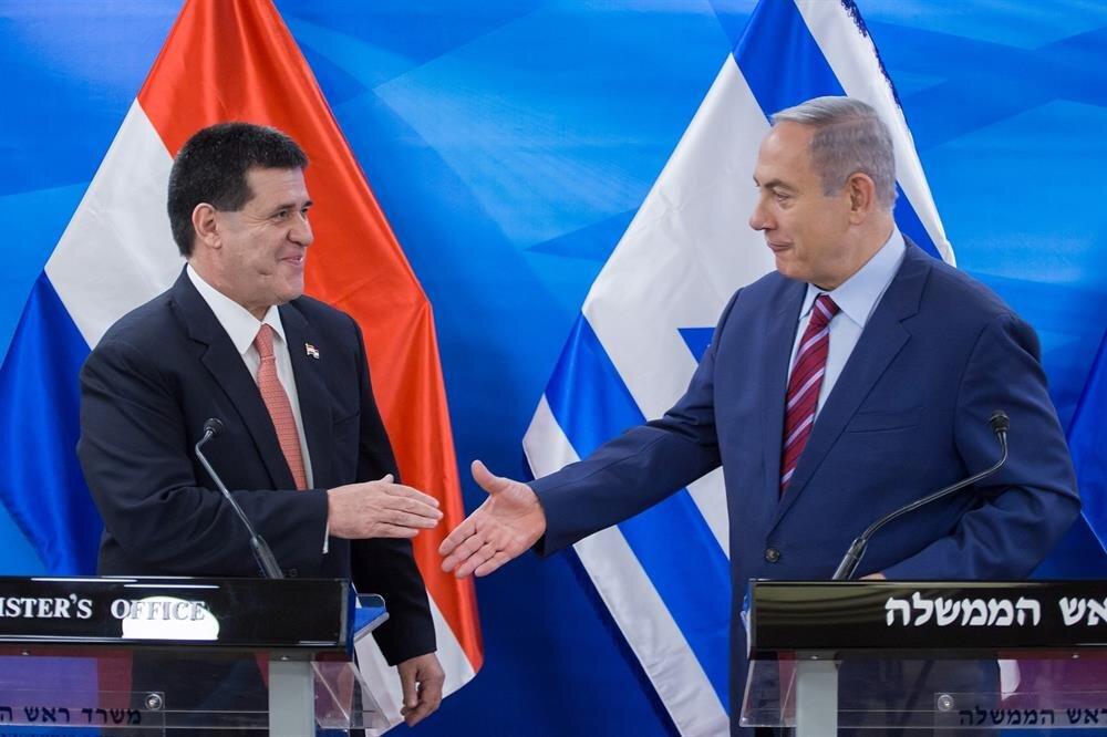 Paraguay'ın önceki Devlet Başkanı Horacio Cartes, İsrail Başbakanı Benyamin Netanyahu ile oldukça yakın ilişkilere sahipti.