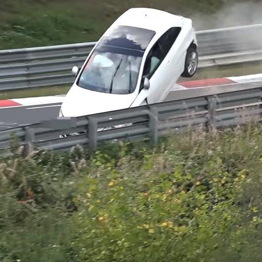 SEAT Ibiza ile dünyanın en zorlu pistinde kaza yaptı