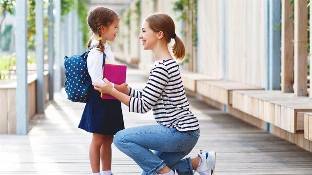 Çocuğunuza okulun korkulacak bir yer, öğretmenin de korkulacak bir kişi olmadığını anlatın.