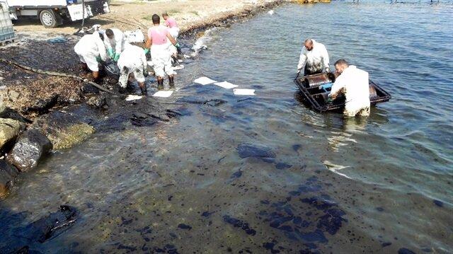 Meydana gelen ağır yakıt sızıntısı sonrası, Çevre ve Şehircilik İl Müdürlüğü ekiplerince temizlenme işlemleri yapıldı.