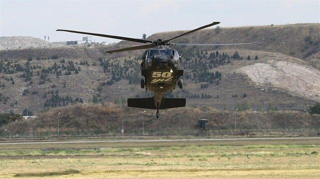 Helikopterler,Jandarma Genel Komutanlığı Güvercinlik Yerleşkesi'nde gösteri uçuşu düzenledi.