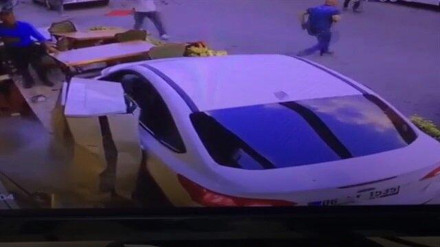 Otomobilin restorana daldığı dehşet anları kamerada
