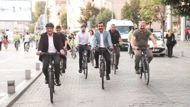 Bisiklet yolu halka çıkar