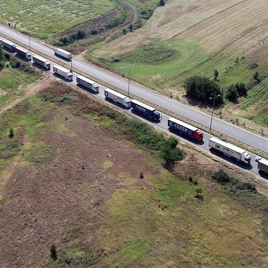 Kapıkule'de 10 kilometrelik TIR kuyruğu