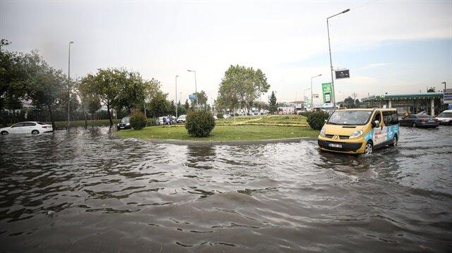 İstanbul'da kuvvetli yağış etkili olmuştu, meteoroloji yağışların devam edeceğini duyurdu.