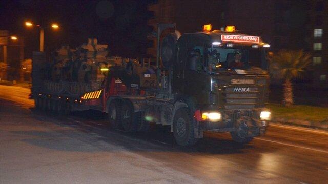 Fırat Kalkanı ve Zeytin Dalı Harekatları sırasında teröristlere karşı etkin kullanılan tank ve obüsler bu kez güvenlik tedbirleri için sınıra sevk ediliyor